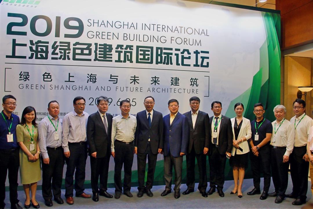 上海市人大常委会副主任蔡威、上海市人大常委会城市建设环境保护委员会主任委员崔明华、上海市住房和城乡建设管理委员会主任黄永平参观同济设计展区