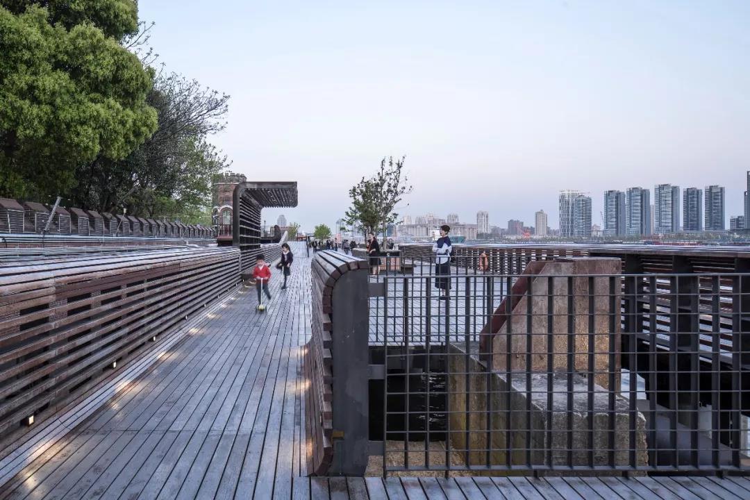 水厂栈桥和保留的保留系缆墩