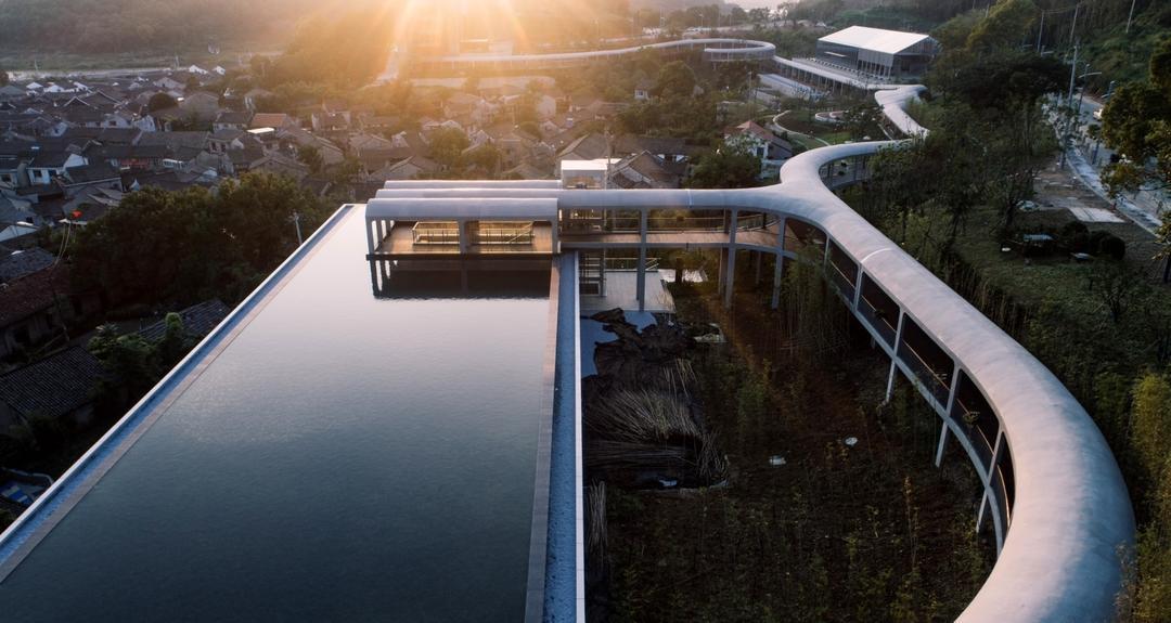 景观连廊和陶公讲堂  | 摄影:尹明