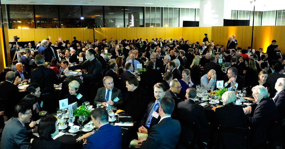 超过300名嘉宾参加本次大会